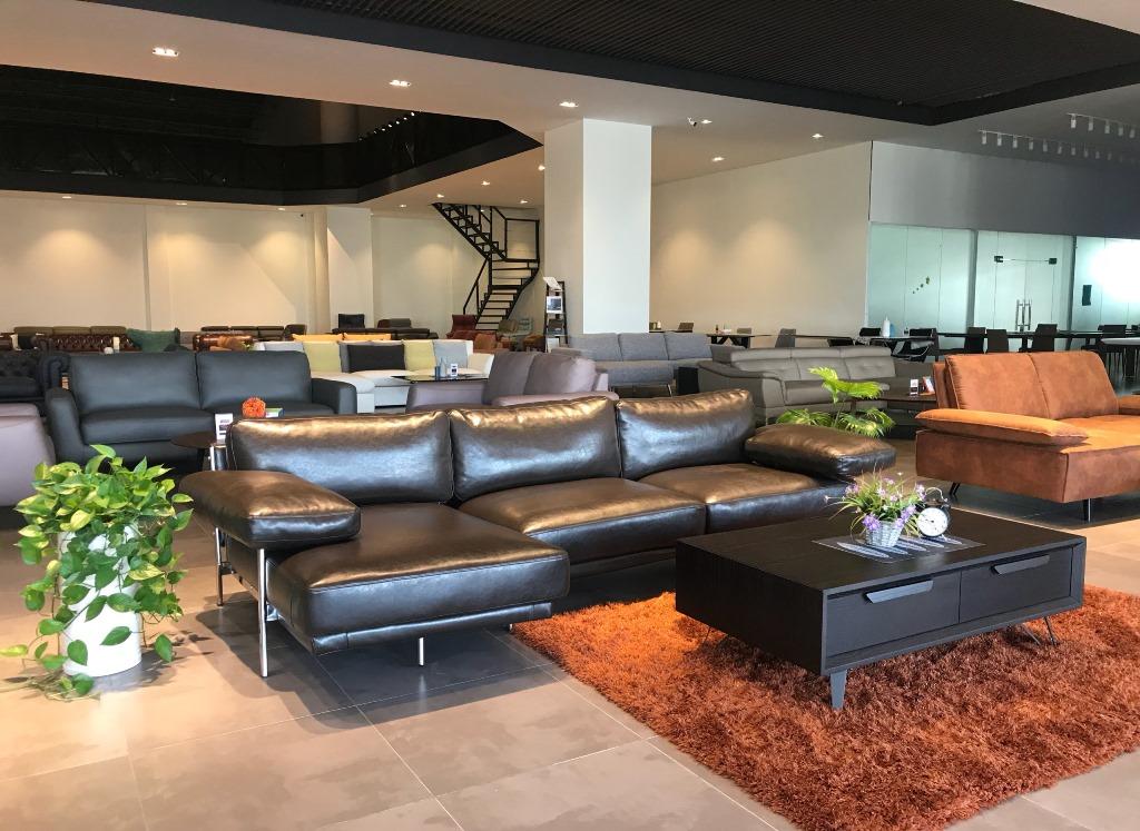 showrom-sofa